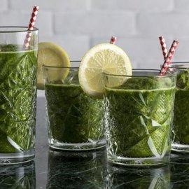 Το ρόφημα της ημέρας από τον Άκη Πετρετζίκη: Θρεπτικότατος χυμός με kale και μαρούλι - Κυρίως Φωτογραφία - Gallery - Video