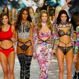 """""""Έκτακτη είδηση"""": Η Victoria's Secret ακύρωσε την πολυαναμενόμενη χριστουγεννιάτικη πασαρέλα της - Ποιοι """"έπνιξαν"""" τα αγγελάκια της; (φώτο-βίντεο) - Κυρίως Φωτογραφία - Gallery - Video"""