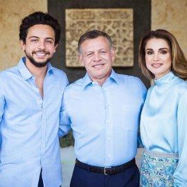 Το οικογενειακό πορτραίτο της βασίλισσας Ράνια της Ιορδανίας με τα 4 παιδιά & τον ερωτευμένο σύζυγο βασιλιά Αμπντάλα (φώτο)  - Κυρίως Φωτογραφία - Gallery - Video