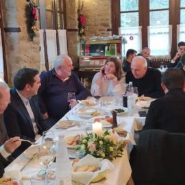 Ο Αλέξης Τσίπρας επισκέφθηκε τα Τρίκαλα: Έφαγε σε ταβέρνα της περιοχής & συναντήθηκε με τους ανθρώπους - Φώτο & βίντεο - Κυρίως Φωτογραφία - Gallery - Video