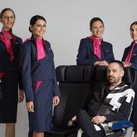 Πάρης Βαλταδώρος: Έντυσε τις αεροσυνοδούς της Sky Express με θαυμάσιες μπλε & φούξια στολές (φώτο) - Κυρίως Φωτογραφία - Gallery - Video