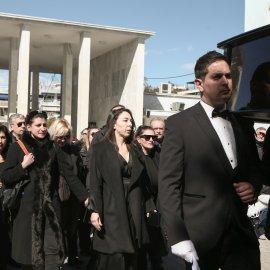 Η Ελλάδα αποχαιρέτησε τον «αιώνιο έφηβο», Κώστα Βουτσά - Όλες οι φωτό από την κηδεία  - Κυρίως Φωτογραφία - Gallery - Video