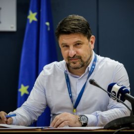 Νίκος Χαρδαλιάς στο Instagram: Κλείσαμε 72 μέρες με τον καθηγητή Τσιόδρα - Θα συνεχίσουμε πίσω από τις κάμερες των 6... (Φωτό) - Κυρίως Φωτογραφία - Gallery - Video