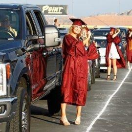Βρήκαν την λύση: Αποφοιτήσαν με τήβεννο στο Λας Βέγκας πάνω σε πίστα αγώνων αυτοκίνητων – Δείτε φωτό & βίντεο - Κυρίως Φωτογραφία - Gallery - Video