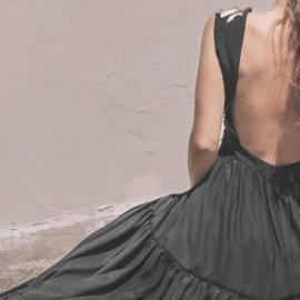 Madame Shoushou: Τα ρομαντικά, θηλυκά φορέματα, τα εξώπλατα - signature, οι φραμπαλάδες & τα floral motif (φωτό) - Κυρίως Φωτογραφία - Gallery - Video