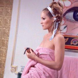 Ούρσουλα Άντρες: Η γυναίκα φωτιά από την παγωμένη Ελβετία - Σκηνές στο σινεμά συνήθως τυλιγμένη με μια πετσέτα (Φωτό) - Κυρίως Φωτογραφία - Gallery - Video