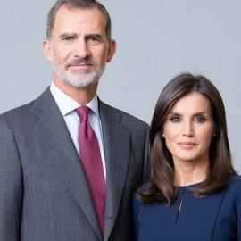 Στα Κανάρια Νησιά Φελίπε & Λετίσια: Με φόρεμα αξίας μόλις 20 ευρώ εμφανίστηκε & έλαμψε η υπέρκομψη βασίλισσα της Ισπανίας (φωτό) - Κυρίως Φωτογραφία - Gallery - Video