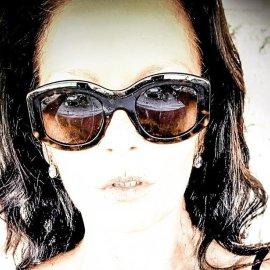 Η καλοκαιρινή selfie της 50χρονης Κάθριν Ζέτα Τζόουνς – Μαύρο μαγιό με στρας & τεραστία γυαλιά a la Τζάκι (Φωτό)  - Κυρίως Φωτογραφία - Gallery - Video