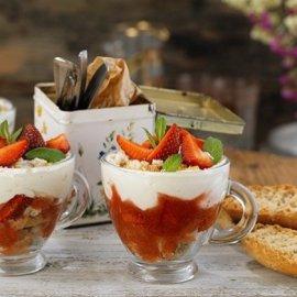 Η Αργυρώ Μπαρμπαρίγου μας φτιάχνει το πιο γρήγορο γλυκό: Cheesecake σε ποτήρι σε 2 λεπτά - Κυρίως Φωτογραφία - Gallery - Video