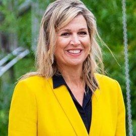 Με κίτρινο - κροκί σταυρωτό κοστούμι η Βασίλισσα Μάξιμα - Το συνδύασε με μαύρο πουκάμισο - Πως λάσπωσε τις ψηλοτάκουνες γόβες της... (φωτό) - Κυρίως Φωτογραφία - Gallery - Video