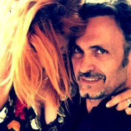 Ο Σπύρος Πώρος & η Φωτεινή Ψυχίδου μια ψυχή; Αγκαλιά με νόημα στο facebook (φωτό) - Κυρίως Φωτογραφία - Gallery - Video