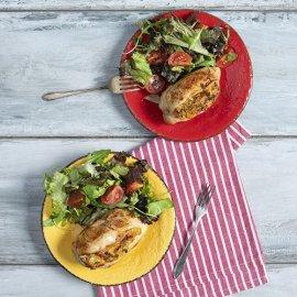 O Άκης Πετρετζίκης μας προτείνει πεντανόστιμο κοτόπουλο γεμιστό με λαχανικά - Κυρίως Φωτογραφία - Gallery - Video