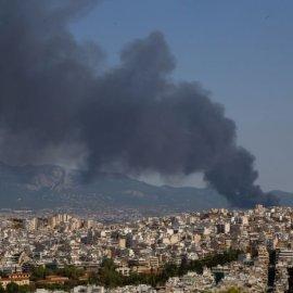 Φωτιά στη Μεταμόρφωση: Αποπνικτική η ατμόσφαιρα από τους καπνούς - Αποτράπηκε ο κίνδυνος επέκτασης - Κυρίως Φωτογραφία - Gallery - Video