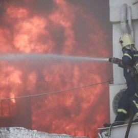 Σε εξέλιξη πυρκαγιά σε εργοστάσιο πλαστικών στη Μεταμόρφωση -Ισχυρές εκρήξεις & μαύρος καπνός - Δείτε φωτό   - Κυρίως Φωτογραφία - Gallery - Video