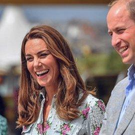 Τα κέφια της είχε η Πριγκίπισσα Kate: Φανταστικό μεσάτο floral φόρεμα, νέο χρώμα & κούρεμα- χτένισμα στα μαλλιά - Ο William ενθουσιασμένος (φωτό - βίντεο) - Κυρίως Φωτογραφία - Gallery - Video