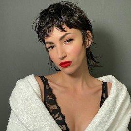 Εντυπωσιάζει & προκαλεί η Ούρσουλα Κορμπερό από το «La Casa de Papel»: Ποζάρει topless δείχνοντας το ψιλόλιγνο κορμί της (Φωτό)  - Κυρίως Φωτογραφία - Gallery - Video