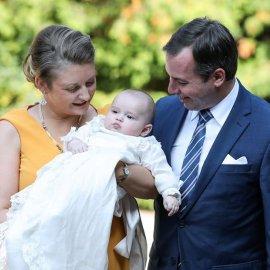 Η βάφτιση του πρίγκιπα Charles στο Λουξεμβούργο: Σύσσωμη η βασιλική οικογένεια – Κίτρινο χρώμα για τα φορέματα των κυριών (Φωτό & Βίντεο)  - Κυρίως Φωτογραφία - Gallery - Video
