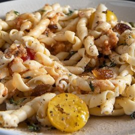 Μια πεντανόστιμη συνταγή από τον Άκη Πετρετζίκη - Φουσίλι με σάλτσα αντζούγιας  - Κυρίως Φωτογραφία - Gallery - Video