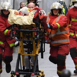 Συνελήφθη ο βασικός ύποπτος για την επίθεση με μαχαίρι στα παλιά γραφεία του Charlie Hebdo - 4 τραυματίες - Κυρίως Φωτογραφία - Gallery - Video