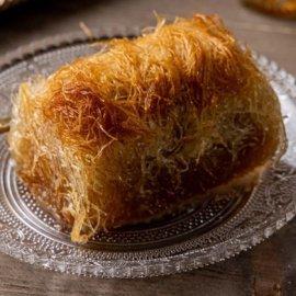 Η Αργυρώ Μπαρμπαρίγου μάς φτιάχνει ένα απίστευτο γλυκό: Κανταΐφι με κρέμα βανίλιας - Κυρίως Φωτογραφία - Gallery - Video
