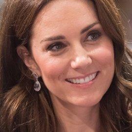 Προσκοπίνα η πριγκίπισσα Kate: Με casual look έψησε ζαχαρωτά & έγραψε κάρτες μαζί με τα παιδιά (φωτό) - Κυρίως Φωτογραφία - Gallery - Video