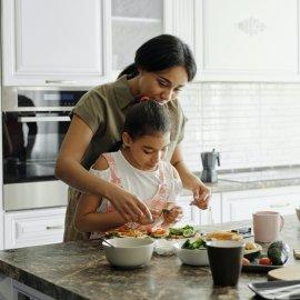 Ο Άκης Πετρετζίκης γράφει για τις ριζικές αλλαγές στα παιδικά γεύματα της σύγχρονης εποχής – Τι μένει, τι ξεχνάμε; - Κυρίως Φωτογραφία - Gallery - Video