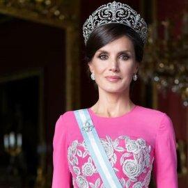 Βασίλισσα Λετίσια της Ισπανίας: Με πανάκριβο φουστάνι Bottega Veneta στο χρώμα της αεροπορίας, παπούτσι Carolina Herrera & Nina Ricci τσάντα – Η εντυπωσιακή εμφάνισή της (Φωτό)  - Κυρίως Φωτογραφία - Gallery - Video