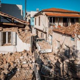 Σεισμός Σάμος: Συγκλονιστικό βίντεο από κατολίσθηση στα Αυλάκια μετά τα 6,7 Ρίχτερ - Ένα μεγάλο κομμάτι βράχου (Φωτό & Βίντεο)  - Κυρίως Φωτογραφία - Gallery - Video