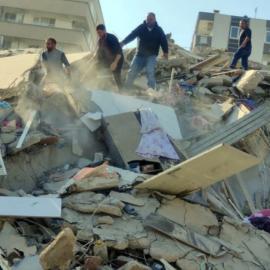 Σεισμός στην Σάμο: Βίντεο–σοκ καταγράφει τη στιγμή της κατάρρευσης πολυκατοικίας στη Σμύρνη - Κυρίως Φωτογραφία - Gallery - Video