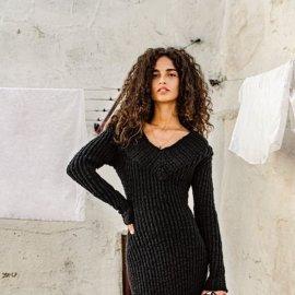Το ακαταμάχητο μαύρο του χειμώνα από τους Dolce & Gabbana- Το μοντέλο του περιδιαβαίνει στις γειτονιές της Puglia με ουάου ρούχα (φωτό)  - Κυρίως Φωτογραφία - Gallery - Video