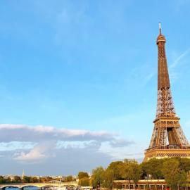 Γαλλία: Γυναίκες μαχαίρωσαν μουσουλμάνες κάτω από τον Πύργο του Άιφελ - Τις αποκάλεσαν «βρωμο-αράβισσες»  - Κυρίως Φωτογραφία - Gallery - Video