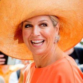 Η βασίλισσα Maxima της Ολλανδίας παρουσιάζει βραβεία: Με χρυσό τοπ, boho φούστα & μουσταρδί γόβες (φωτό- βίντεο) - Κυρίως Φωτογραφία - Gallery - Video