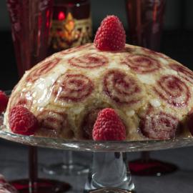 Ο Στέλιος Παρλιάρος μας φτιάχνει ένα Χριστουγεννιάτικο γλυκό - Κόκκινη σαρλότ με βανίλια - Κυρίως Φωτογραφία - Gallery - Video