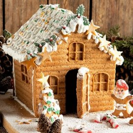 Μια υπέροχη χριστουγεννιάτικη συνταγή από τον Άκη Πετρετζίκη: Φτιάξτε το εύκολο gingerbread house με τα παιδιά σας - Θα ξετρελαθούν! (βίντεο)  - Κυρίως Φωτογραφία - Gallery - Video