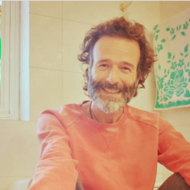 Ο Θανάσης Ευθυμιάδης σε εκ βαθέων εξομολόγηση: Η κατάθλιψη, το Άγιον Όρος & η ασκητική ζωή - Περπάτημα σε σπασμένα γυαλιά  & ο έρωτας για την Άννα Δημητρίεβιτς (βίντεο)  - Κυρίως Φωτογραφία - Gallery - Video