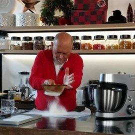 Στέλιος Παρλιάρος: Μας έτρεξαν τα σάλια! - Εύκολες τρούφες με κέικ και κακάο (φωτό) - Κυρίως Φωτογραφία - Gallery - Video