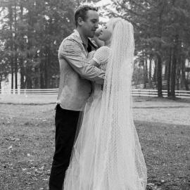 Η Pamela Anderson παντρεύτηκε για 5η φορά - Τώρα, τον σωματοφύλακα της - Ο γάμος έγινε μυστικά την παραμονή Χριστουγέννων (φωτό)  - Κυρίως Φωτογραφία - Gallery - Video