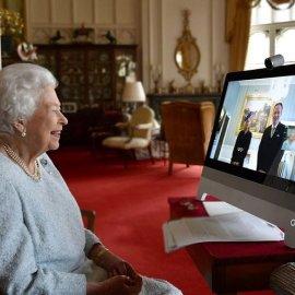 Η βασίλισσα Ελισάβετ στην φωτογραφία σύμβολο της post covid ψηφιακής εποχής μας - Χαμογελαστή στο zoom της (βίντεο) - Κυρίως Φωτογραφία - Gallery - Video