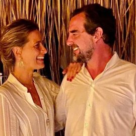 Η Τατιάνα Μπλάτνικ ρομαντική & αθεράπευτα ερωτευμένη με την Ελλάδα - Το δέντρο σε σχήμα καρδιάς (φωτό) - Κυρίως Φωτογραφία - Gallery - Video