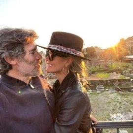H χήρα του Τζόνι Χάλιντει, Λετίσια με τον νέο της φίλο: Ερωτευμένη με τον Γάλλο σκηνοθέτη του ντοκιμαντέρ για τον Στρος-Καν (φωτό & βίντεο) - Κυρίως Φωτογραφία - Gallery - Video