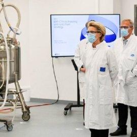 Ούρσουλα Φον Ντερ Λάιεν: Συμφωνία EE με Pfizer-BioNTech για 1,8 δισ. δόσεων του εμβολίου τους - Κυρίως Φωτογραφία - Gallery - Video