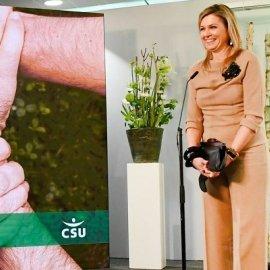 Κομψή σε μονοχρωμία του μπεζ η βασίλισσα Μάξιμα της Ολλανδίας: Τα μαύρα αξεσουάρ, οι γόβες στιλέτο, τα κοκάλινα βραχιόλια (φωτό) - Κυρίως Φωτογραφία - Gallery - Video
