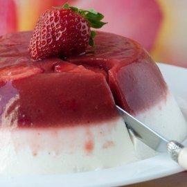 Γλυκό γιαούρτι με ζελέ φράουλας από το Στέλιο Παρλιάρο - Ελαφρύ δροσερό & υπέροχο! - Τι άλλο να ζητήσουμε;  - Κυρίως Φωτογραφία - Gallery - Video