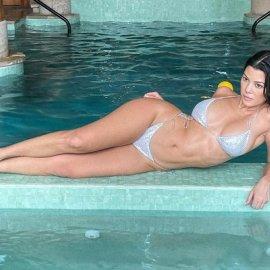 Αυτά είναι! Να έχεις γενέθλια και να σε γεμίζει ο καλός σου λουλούδια: Η 42χρονη Kourtney Kardashian έλαβε μια γιγάντια ανθοδέσμη - «Μύρισε το σπίτι» (φωτό) - Κυρίως Φωτογραφία - Gallery - Video