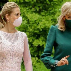 Δύο πρώτες κυρίες με μονοχρωμία & ασορτί μάσκα: Σικάτη στα πράσινα η Brigitte Macron - στα ροζ η σύζυγος του Αργεντίνου Προέδρου (φωτό) - Κυρίως Φωτογραφία - Gallery - Video
