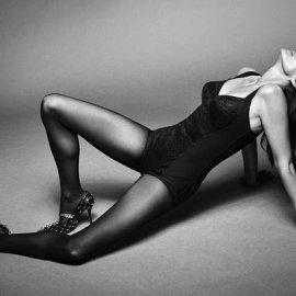 Η Cindy Crawford στο εξώφυλλο της Vogue Brasil: Η καλλονή των 90ς παραμένει σέξι στα 55 - Το στενό κορμάκι, το τούλι, το σουτιέν (φωτό) - Κυρίως Φωτογραφία - Gallery - Video