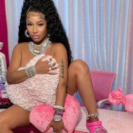 Τι έχουν πάθει όλοι με τα Crocs; Η Nicki Minaj πόζαρε γυμνή φορώντας μόνο τα διάσημα παπούτσια & το site έπεσε! Εκτοξεύτηκαν οι πωλήσεις (φωτό) - Κυρίως Φωτογραφία - Gallery - Video
