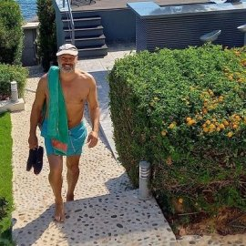 Ο Billy Zane στην Πάρο: «Η μυρωδιά της ρίγανης έρχεται πάνω μου και μιλάει μέσα μου» - Ποια ελληνικά φαγητά  ξέρει να μαγειρεύει; (φωτό) - Κυρίως Φωτογραφία - Gallery - Video