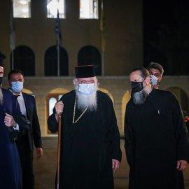 Σοκ & δέος στη Μονή Πετράκη: Συγκλονίζουν οι μαρτυρίες από τους ιερείς που δέχθηκαν επίθεση με βιτριόλι - ''Έλιωναν τα ρούχα μας'' (φωτό - βίντεο) - Κυρίως Φωτογραφία - Gallery - Video
