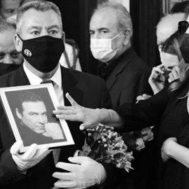 """Η Άντζελα Γκερέκου μας έκανε να δακρύσουμε: Η συγκλονιστική """"καληνύχτα"""" & η φωτογραφία που τη δείχνει να κοιμάται αγκαλιά με τον Τόλη Βοσκόπουλο (φώτο) - Κυρίως Φωτογραφία - Gallery - Video"""